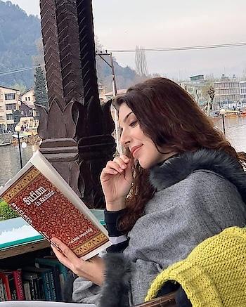 """Hai Sufi-Fakeeron ki taseer isme Apni hee paayi hai tehreer isme ""  Sonia finds a thread of her story in Kashmir... definitely a fairy tale.  #Yumbarzaloo  Reposted from @zeemusiccompany  -  Tunes so soothing, you'd want to hear it on REPEAT! #Yumbarzaloo  @anisaaniiam @sonirazdan #YawarAbdal #SunayanaKachroo  - #regrann    Come fall in love with Kashmir once again.  Yumbarzaloo out now! @zeemusiccompany !! @renzufilms Starring  @anisaaniiam @sonirazdan  @muazzambhat @siyab._mir  Music video #yumbarzarloo Director/Producer  @danishrenzu  Composer/ singer @yawarabdal  Lyricist @sunayanakachroo D.o.p @jwilmor Production head @misbahali27  Costume designer & stylist  @yasminqurash @mahvishrenzu11 @iqra_ahmedd  Costume @tulpalav @dgroveboutique Make up and hair @masrat_makeovers  First Assistant director @sheikhzaidzahoor  Assistant director(s) @sahil__yasin @tahir_hussainn  Editor #parikshshitjha Colorist @kirankolor Drone operator @junaid_bin_rashid  Music  department:  @sufiyanmalik @broducerbaldy @akash_drums  Partners:  @winterfellcafeofficial @gulshan_books_kashmir @fortuneresortheevan @thekhyberresort @alhijaztravels  #hotelroyalpark #hotelhilltop  https://youtu.be/PFMBADuCf6U"