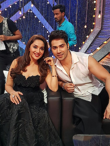 #gorgeous #diva #madhuridixitnene wishes #happy...😆😆😆 #birthday to #varundhawan with this pic #filmistaanchannel