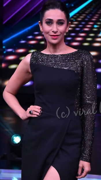 Karisma kapoor spotted on the sets of Dance plus.  #karismakapoor #karishmakapoor #bollywood #bollywooddance #bollywoodfans #bollywoodactress #bollywoodsongs #bollywoodlovers #bollywooddecoded #bollywoodpics #bollywoodstars #bollywoodqueen #celebrity #celebrities #celebritystylist #celebrity model