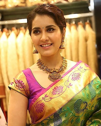 #raashikhanna #chubbyness #cutiepie #sareelove #traditional #specialoccasion #eyes #ropo-beauty