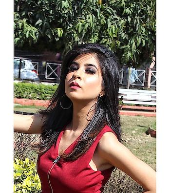 If you're strong female,  you don't need permission. 🍷 . . . . . . . . . . . . Base - M.A.C @maccosmetics  Eyes - Huda Beauty Rose Gold Pallet @hudabeauty  Lip Shade - Huda Beauty Gossip Girl @hudabeauty  Highlighter - byNote Shade Terracotta  Make-up By @namratachouhan_mua . . . . #diksha #fromposetocloth @fromposetocloth #fashionblogger#blogger#fashion#hudabeauty#makeup#lookbooklookbook#amritsarblogger#nykaabeauty#note#cosmetic#beautyblogger#partylook#sj#ratibeauty#sdmdaily#thatbohogirlfeatures#indianblogger#popxobeauty#plixxobypopxo