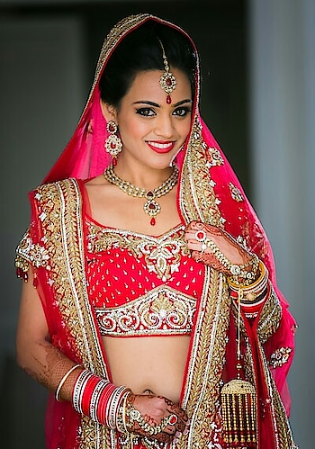 #reddress #indianbridalmakeup #indianbride #cutebride #weddingoutfit #weddingjewellery