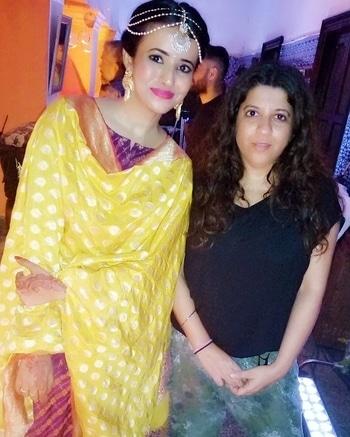 With the very amazing ! One & only Zoya Akhtar ! Shoot for an upcoming webseries 1 . Shoot Diaries ! . . . . . #zoyaakhtar #shwetatripathi #shoot #shooting #film #wedding #weddingmakeup #shoot #onsets #cutegirls #prettygirls #pinklips #weddingdress #bridalwear #bloggerstyle #bloggerfashion #orange #yellow #indianwedding #delhi #delhigram #delhiblogger