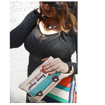 When you hold your pouch as a clutch bag / wallet of the day .... 😎  @dailyobjects_official  Amazing collection and prints ☺️ . . #fashionblogger .  PC : @stylerob @fashioncoursemeal . #mua : @makeoverbycg .  #BloggingGals #BloggersBlast #fashion #bloggers  #fashionista  #2018  #photography  #ootd #ootdfashion  #summer #fashion2018  #streetstyle #fashionista #indianstyleblogger #india #indianblogger  #instafashion  #skirt #bralette #guesswatches #black #swag #fashionkilla
