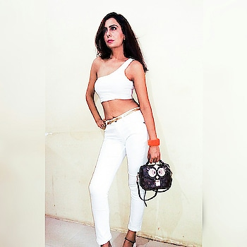 When the weather is Rosy 🌹 then outfit shuld be white 👕 Fashion tip -: Wear white on White is super trending n at the same time classy and sexy.  You can wear it on lunch date or beach side party, trust me u'll stand out of the crowd✌.just add minimal accessorie like a belt or earrings ,ur favourite sling n sneakers or heels. OneShoulder Crop Top from @sheinofficial Denims from @bare.denim  #weather😍 #rosyweather #weatherisperfect #anotheroutfitpost #whiteonwhiteonwhite #allwhiteoutfit #whiteoutfitday #jualoneshouldertop #whitetop#denimandwhite #classywomen #outfitdiary #outfitbloggers #indianfashionblogger #blogfashion #indianfashionblog #indianblog #fashiontrending #lookbookpost #bloggerlookbook #ootdstyles #outfitinsporation #influencer #indianfashioninfluencer
