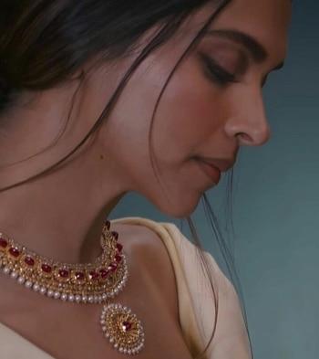 #celebrity #celebrityfashion #fashion #clean #makeup #beauty #lips #lipsoftheday #lipcolorlove #hairstyleoftheday #hairstyle #lehangas #lehengaskirt #tasselearrings #lehenga-for-wedding  # jewellery #accessories