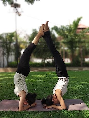 Pincha Mayurasana or forearm stand ✌️ with @shivangisharmayoga ♥️ #yogasession  #yogainnature #yogaworld #yogawithin #yogaeverywhere #yogaisfig #yogaislife #yogagirls #yogalover #pinchamayurasana #forearmstand #yogapractice #yogapassion #yogastudent #yogaspirit #yogacommunity #iyogacenter #iyogacommunity #astangayoga #ryt500 #hardpractice #tuesdaymotivation #tuesdaymorning #fitnesschallenge #fitnessfreaks #fitnessmotivation #stronggirls #womenpower 💪