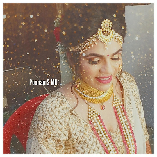 #bride #bridal #makeup #makeupartist #makeupartistofmumbai #bridesofmumbai #photooftheday #instabride #instashine #weddingfunctions #mehndi #indianwedding #indianbride #indianbeauty #makeupblogger #openhair #weddingmakeupartist #weddingmakeupartist #softlook #wedmegood #bigfatindianwedding #openhair #hairdo #poonamshahmakeup #poonamsmakeup #makeupaddict #makeupgeek #bridalinspo #dewymakeup #makeuplovers