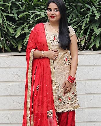 Because #durgaashtami  is all about #ethnicwear  🙏 . . . . .  #durgapuja2018  #traditionalwear  #indianfashion  #delhifashionblogger  #indianbride  #punjabisuit  #makeupblogger  #indianblogger  #throwback  #punjaban