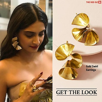 Make a statement a là Sonam Kapoor in our Gold Swirl Earrings! ✨ http://bit.ly/2wMLe9s . . . . . #theredbox #crazysexycool #theredboxlove #instafashion #earringlove #earrings #bold #gold #sonamkapoor #sonamkapoorfan #everydayphenomenal #insta #instadaily #instagood #instajewels #celebrityfashion #celeb #celebritystyle #trending #trendy #trends #friday #fridayvibes #getthelook #celeb #bollywood #shoppingonline #sonamkapoorahuja #sonamkapoorobsessed #redhotfeed