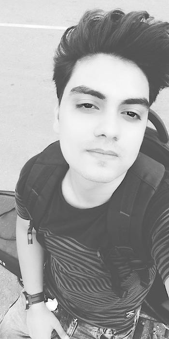 The #love resides in the eyes...!!  #loveblack #alwar #way #highway #white #hairs #rain #weather #loving #instagram #roposo #facebook #followforfollow #likeforlike #cnbakranlalwani #cnbkaran #imgrum #pictaram #piknu