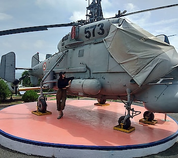 🇮🇳 feeling proud at #indiannavy #aviation #museum #oneofitskind #travel-diaries #geetanjalisingh #geetanjalisinghofficial #actorslife #travelinstyle