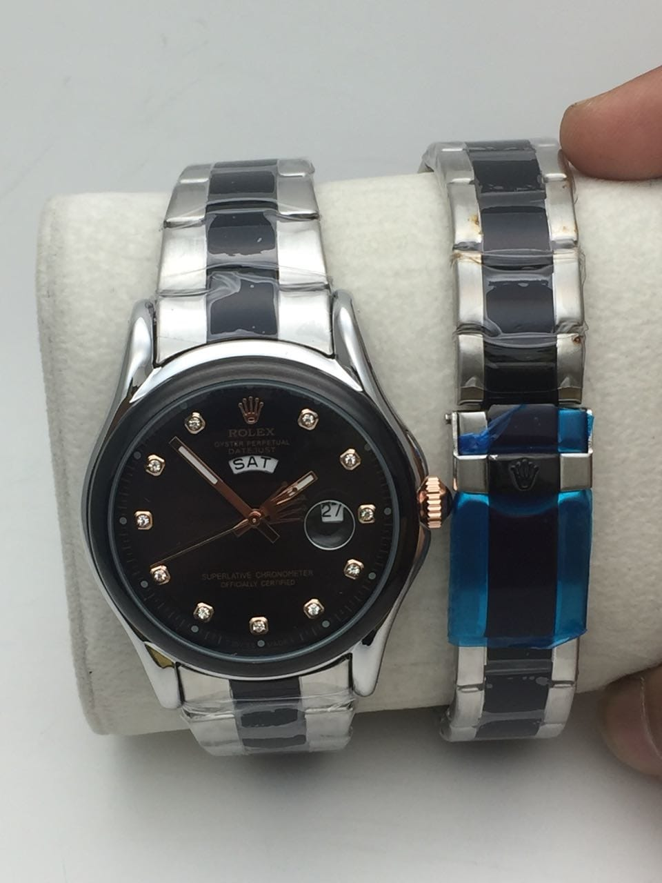 *All Rolex Jents  watch Metal belt😉*  # For All Jents  watch  # Good  Quality in # Features :-,  *Japanese Quartz Machinery* , Genuine Metal Stap, , Solid  Back side and back side of dhakan printed brand logo name  *Note Day and Date both working  *Avlb In Stock 1300    free  😄😄😄shipping free with normal box* 👌🏻