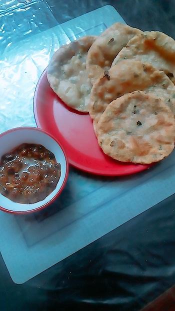 Methi Puri with Rajma!! 😋😍 #veg #lunch #rajma #justwanttobehappy #lucknow #lucknowbakers #lucknowyoutuber #lucknowblogger #foodcrushes #rainbowcakes #wannabe