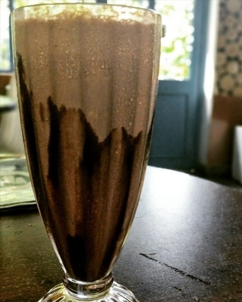 'Nutella Shake' Nothing waters down my mouth like nutella. Try it at @homeys_cafe Price: Rs.135 Rating: 3.5/5.0   #foodphotography #foodstagram #tastespotting #yougottahavethis #nutella #nutellashake #drink #foodlover #food #foodporn #foodie #tasty #lucknow #homeyscafe #love #blogger #foodblogger #indianblogger #lucknowblogger #foodbloggers #loveforfood #foodpictures #explore #foodpornography #trell #zomato #foodislife #roposotalenthunt