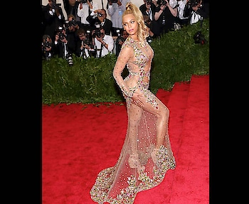 #blondehair #coloring #sheerdress #braless #pantyless #juicy #butt #sexy #figure #hollywoodcelebrities #fashionquotient