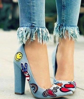 #rippedjeans #denim #casuallook #heels #footwear #footwear-myntra #printedheels #pointedheels #denim-love #celebritystyle #airportlook #