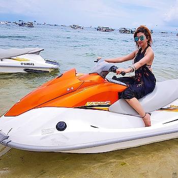 If there's a heaven for me, I'm sure it has a beach attached to it... 😍 • #Bali #beach #beachdays #sea #beachlover #seaside #seaskysun #sunandsand #beachbabe #sunshine #sand #beachislife #happyholidays #holidaytime #2018 #model #blogger #travelphotography #bali #vacation #indonesia #vacationmode #instatravel #balilivin #explorebali #puneblogger #RoshniKapoor #TanjungBenoa