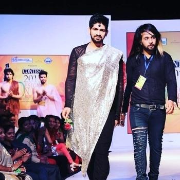 show stopper for designer Nishaz  #model #modellife #stylist #showstopper #fashionshow #indianwear #ropo-style #roposomakeup #roposo-makeupandfashiondiaries #ganeshvyas #stylistlife #indianstylist #roposocontest
