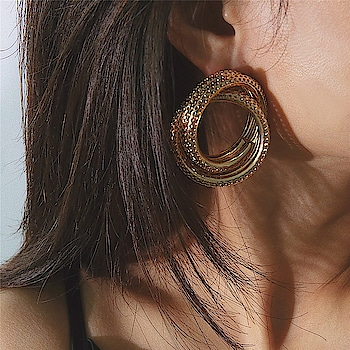 Playin and Slayin 🔥  #accessorizeyourlife  https://www.theredbox.co.in/en/product/gold-helix-earrings/ . . . . #theredbox #crazysexycool #earrings #stylefiesta #sassy #chiclook #stylediary #shopaholicsday