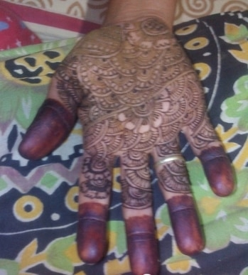 drawn Simple & beautiful mehandi designs.it is the simplest way to add beauty to your hands.