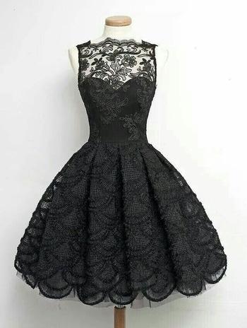 cute little black dress.i want ths😍