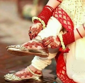 #beautifulmoments #beautifulbride #everythingred #everythingbright #beautyoverloaded  #flowersjewellery #colourfulmehendi #mehendilove