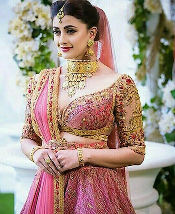 #roposo-beauty #dulhanfashion #pink