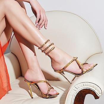Heels... #womensfashion #womensstyle #fashionforwomen #blog #blogger #fashionista #accessoreries #designer #luxury #lifestyle #couture #ootd #picoftheday #dress #shorts #heels #shoes #adityathaokar #maleblogger #indianfashionblogger