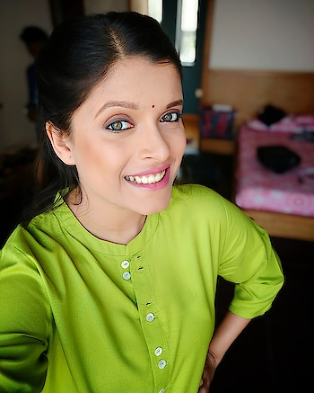 Hum pe ye kisne, hara rang daala🤔😜 #selfie #green #fresh #lovethislook #lovemyjob #actorslife #shootlife #shootmode #gameface #marathiactor #marathimulgi #butfirstletmetakeaselfie