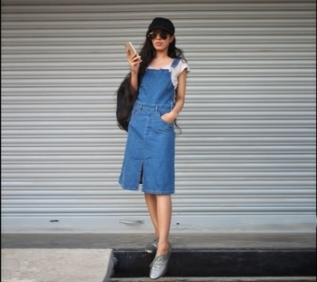 Pinafore dress and biker cap. Have you guys seen model Candice Swanepoel's cap and denim look. Well the cap here was inspired by her. Also please follow me on instagram by clicking the know more button above 🔝#streetstyle #pinaforedress #overalls #dungareelove #denimdress #denimlove #fashionfables #soroposo #ropolove #soropogood #ropogirl #blogger #casualwear #casualdenim #fashionblogger #stylist #stylistdiaries #FashionFables #bikercap #cap #candiceswanepoel