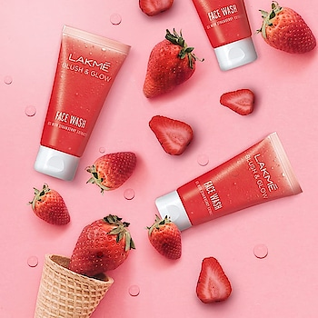 A berry fresh face for a berry beautiful you with the Lakmé Blush & Glow Face Wash 🍓. It's gel texture with strawberry extracts will keep your skin feeling fruity fresh! #Lakme #LakmeIndia #Skincare #LakmeSkincare #LakmeFacewash #BlushAndGlow #Cleanser #FruitFacewash