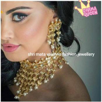 #kundan #goldplated #pearls #tikaearrings #earrings #weddingjewelry #bride #bridal #jewellery #indianjewellery #fashionjewelry #indianjewelry #pakistanijewelry #uk #punjabijewelry #punjabiswag #online #love #buyit #tika #canada #california #necklace #set #kundansets