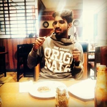 #crazyweekend #dinnertime #hoodie #knifeandfork....!!😋😋
