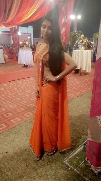 long hair gives kick to ur look orange vibes..........  for more followe me on Instagram - @itsnishakumari   #sarilove #orangesaree #orangelove #followmeonroposo #3kfollowers #soroposolove #longhair #hairgoals #fashion #fashionblogger #collaboration #blogger #followme #wedding #fitness  #orange
