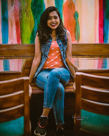 I am from Kolkata and up to meet new people and make friends.  Comment down below your favorite place to hang out, let's plan and meet!!  📸 @suchetanaroychowdhury  #kolkata #friends #blogger #datenight