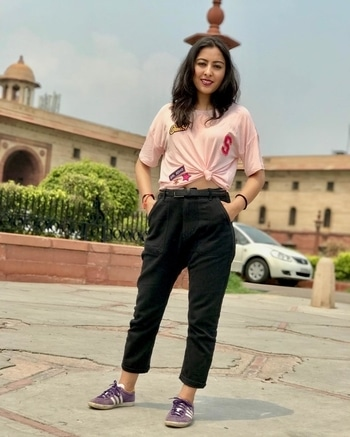 patch work tee and boyfriend jeans  #fashionblogger #fashion #lookbook #whatiwore #fashionista #wiw #fblogger #fashionblog #potd #delhifashionblogger #indianfashionblogger #instagramers #delhistreetstyle #streetstyle