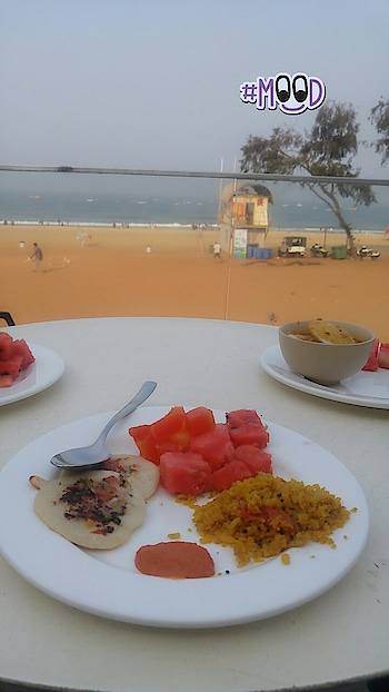 Happiness is eating your breakfast with a beach view!! 😍😍😍 . . #foodbloggers #beachview #goa #foodie #musafir #musafirchannel #goadiaries #foodblogger #foodie #travelgoals #travelbugindia #tourism #vacation #travel #instagood #instatravel #travelling #sea #seabeach #fashionbloggersindia #roposoblogger #delhiblogger #naturephotography #photooftheday #follow4like #follow4more #follow4followback #twinklewithmystyle #mood