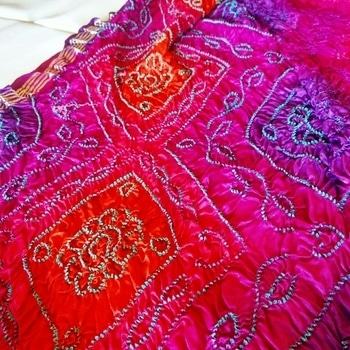 #bandhani #elegant #handmade #colourful #manufacturer #gujaratiwedding #marwariwedding #traditionalbride #gajjisilk #chennaifashion #customised #prateemafashions #style-statement #raidana #bridal-fashion-boutique  #bandhiniraidana