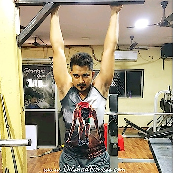 If you are able to pull your body.. Then you are able to pull many of the things..   #pullups #backmuscles #fitstyle #healthyliving #stayfit #gym #bodybuilding #gymlife #focus #shredded #trainhard #ripped #muscle #instafit #instafitness #fitnessgear #fit #grind #sweat #grindout #strength #flex #fitness #fitnessblog #dilshadfitness