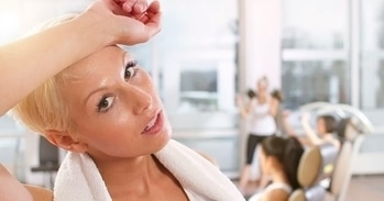 Makeup to the gym is really not a good idea, unless you are fine with clogged pores and dirty gym clothes.  Know the reasons why you should not go to gym wearing makeup, on www.flairtales.com #makeup #fitness #healthyliving  #healthytips #tips #gym #wellness #flairtales