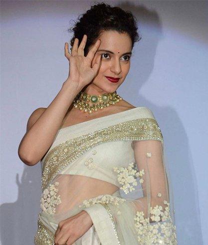 Elegant look of Kangana Ranaut in White Saree.