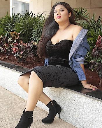 You Are Perfect Exactly As You Are 🌹  Wearing this beautiful two piece by @shein_in 📸 by @aniruddhamulye95 . .  LOVE LOVE  #snehal #plusandproud #effyourbeautystandards #celebratemysize #honormycurves #plusisequal #curvystyle #psblogger #psootd #psstyle #bigbottombehavior #plussizefitness #fashionphotography #fashionforwardplus #plussizebeauty #beautybeyondsize #mybodymyrules #plussizefashionista #fashionbloggers #indianmodel #plussize #thickthighssavelives #black #jeans #tshirt #bodypositive #bodypositivity #feminism #plixxoinfluencer #bodypositive #psfashion #fashion #blogger #psootd #ootd #stylish #blog #postoftheday #love  @voguemagazine @graziaindia @harpersbazaarus @plusmodelmag @khushmag @hindustantimes @thetimesofindia @homegrownin @ootdmagazine @buzzfeedindia @ted @idivaofficial @girliyapa @filtercopy @shanoosharmarahihai @castingchhabra @bodyimagemovement @kushakapila @debiparna_c @balanvidya @thickunlimited @bloggerplussize @fashionbloggersofindia @missmalinifashion @missmalinilifestyle @bodyimagemovement @popxodaily @plixxo @curvygirlsvip @castingchhabra @shayanroy @shanoosharmayrfcasting @shanoosharmarahihai @curvygirlsvip @curvy.ca @curvysense