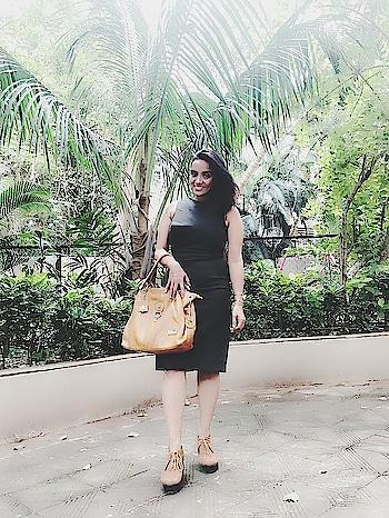 desi girl goes vidrshi #desigirl  #videshi  #olivegreen #tanbag #tanboots #mng-vibes