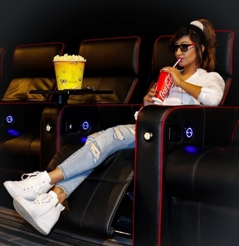 EnjOy mOvies On yOur rOyal😍Recliners Only at @Dorabjeesroyaleheritagemall & catch all yOur latest mOvies🎬😍👍 : 📸: @cameraworkbyanmol04 : #DorabjeesRoyaleHeritageMall #InoxMovies #HollyWood #Bollywood #Entertainment #LatestMovies #RoyalRecliners #EnjoyMovies #MallsinPune #InoxDorabjee's #RoshniKapoor #HauteManmzel #Pune #StylePerfect #DiamondGirl #Queenism #FashionBlogger #HappyWeekend #Pune #StylePerfect