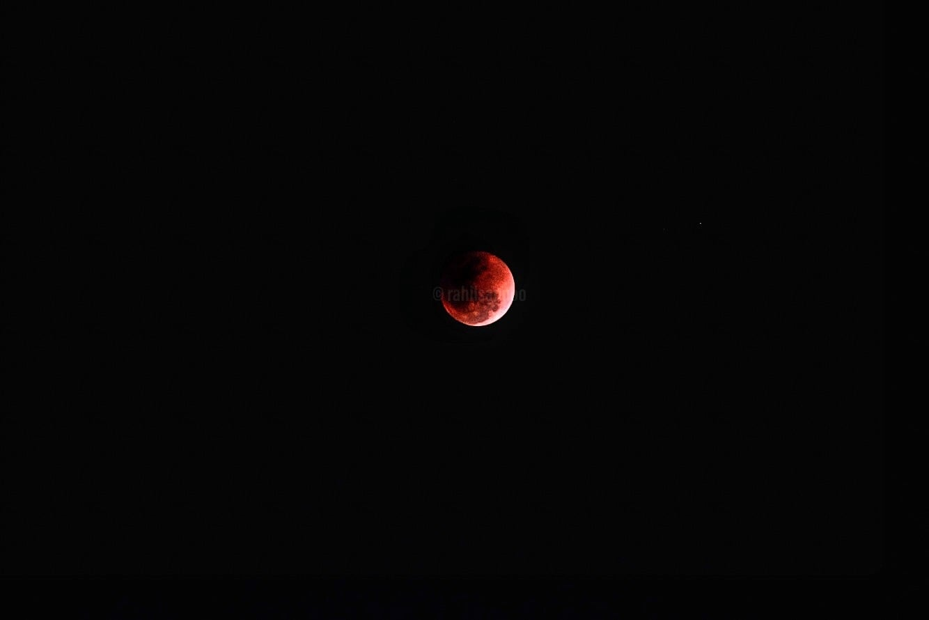 The #moment everyone had been waiting for #lunareclipse. When the #moon passes #directly  behind the #earth @rahilsannoo  awesome #wanderlust #photography #photographer #iphone #iphoneasia #roposo #follow #followers #followme #followontwitter #followgram  #surprise #voteforme #votenow  #roposotalenthunt #leo #moonlight   #earthpix  #lunareclipse2018