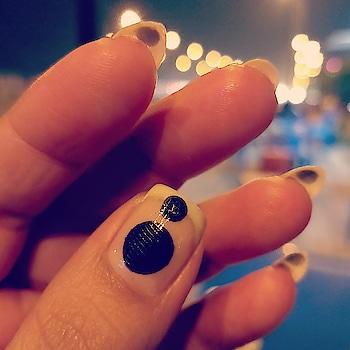 #nails #nail-addict #nails2inspire #nailsoftheday #nailpolish #negativespace #black #stamping #circle #linanailartsupplies #vranail