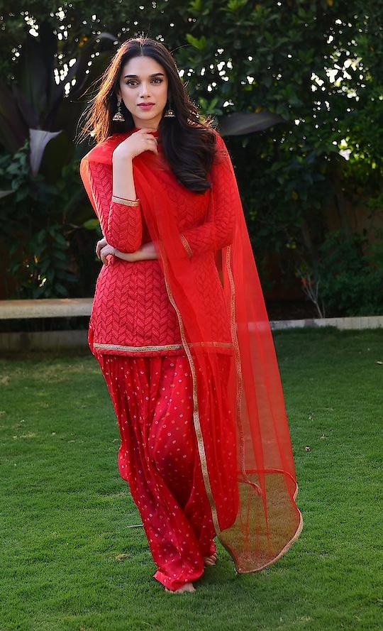 Aditi Rao Hydari HD Stills From Sammohanam movie https://www.southindianactress.co.in/featured/aditi-rao-hydari-sammohanam-2/  #aditiraohydari #bollywoodactress #southindianactress #red #redsalwaar #salwar #salwarsuit #salwarkameez #actress #actressfashion #actressstyle #indianactress #indaingirl #indianmodel #fashion #styles #roposostylefiles #fashionquotient #filmistaan #filmistaanchannel