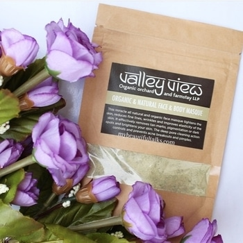 Found this beauty. If you are looking for a good Deep Cleansing Face Mask TRY THIS! Full review is up on my blog Link in bio @valleyvieworganic  #LuxurySkinCare #LuxurySkinCareProducts #SkinCareJunkie #SkinCare #SkinCareBlogger #OrganicSkinCareProducts #OrganicSkinCare #SkinCareDiary #SkinCareLuxury #SkinCareCommunity #IndianBeautyBlogger #IGSkinCare #flatlay #BBloggers #BeautyBlogger #BeautyCommunity #GreenSkinCare #GreenBeauty #VeganSkinCare #CrueltyFree #CrueltyFreeSkinCare #CrueltyFreeSkinCareProducts  #BeautyBloggerIndia #RajasthaniBlogger #diy #RajasthaniBeautyBlogger #facemask  #FaceMasque #facepack