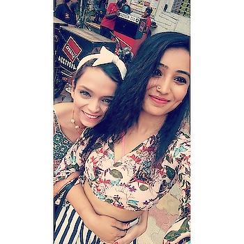 Girls supporting each other is the best thing you can encounter in this world 💋😍 .. agree?? No time for bad vibes 🚫 . . . . #throwback😍 #declaration_de_style #friendofthegreyhalfway #memorableday #fashionable #roposofashion #wordpressbloggerph #blogpostmodels #sundaylove #positivenergy #fitnessaddict #inspirational #modell #popxocampus #delhibloggergirl  #indianbloggergirl #styleblogger #stylish #hairstagram #popxobeauty #popxoblognetworks #popxoworld #sdamarket #hauzkhas #meetandgreet #love #life #chayoos